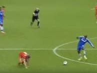 Khoảnh khắc 'ác mộng' của fan Liverpool khi đối đầu với Chelsea