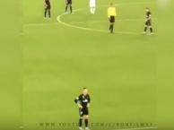 Ronaldo bực tức khi CĐV liên tục gọi tên Messi