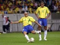 Những cú nã đại bác ấn tượng của bóng đá thế giới