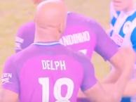 Tình huống dẫn đến chiếc thẻ đỏ của Fabian Delph trong trận đấu với Wigan
