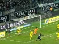 Thủ thành Dortmund và 4 pha cứu thua liên tiếp trong vòng 5 giây