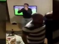 Fan Galatasaray tức giận với pha hỏng ăn trước Fenerbahçe vào giây cuối