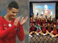 Ronaldo tặng giày động viên U17 nữ Bồ Đào Nha