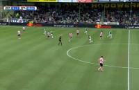 Cầu thủ 'nã đại bác' tung lưới đội nhà từ khoảng cách 40 m
