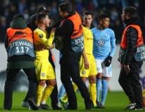 Vào sân từ băng ghế dự bị, Hazard nổi cáu với cầu thủ Malmo
