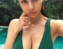 Helga Lovekaty: Siêu mẫu Nga hâm nóng đại chiến Bayern Munich vs Liverpool
