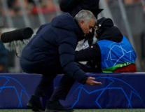 Bực bội trước Sissoko; Mourinho lập tức có hành động 'lạ'