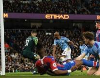 Phản lưới nhà tai hại, Man City buông 'cờ trắng' trước Liverpool