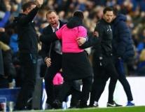 CĐV Chelsea: 'Vứt hết hàng thủ đi, tệ hơn cả Arsenal'