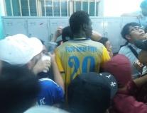 Omar lấy thân che chở cho Tiến Dũng thoát khỏi vòng vây fans Quảng Nam