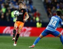 Thẻ đỏ và phạt đền, Valencia ngược dòng nghẹt thở trước đội bét bảng