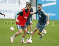 Quyết tâm đòi ngôi đầu, Barca bất chấp tập luyện dưới cơn mưa tầm tã