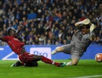 Đến 'thánh' Iker cũng 'bó phép' trước sức công của Liverpool
