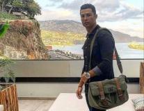'Cuồng chân', Ronaldo xỏ giày ra sân bất chấp dịch Covid-19