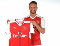 Chùm ảnh: 'Bom tấn' Mustafi hào hứng ra mắt Arsenal