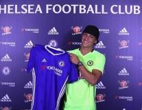 Chùm ảnh: David Luiz rạng rỡ khoe áo đấu Chelsea