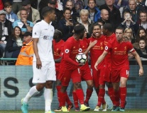 Chùm ảnh: Bẻ cánh 'Thiên nga', Liverpool phả hơi nóng vào Man City