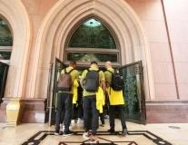 Dàn sao Man City tấn công 'thiên đường' Abu Dhabi