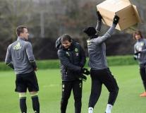 Chùm ảnh: Conte chiến đấu quyết liệt với các học trò trên sân tập
