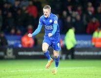 Chùm ảnh: Vardy lập cú đúp, Leicester vượt qua Liverpool trong cơn tâm bão