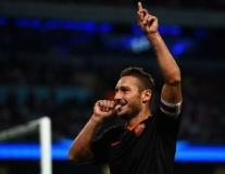 Totti, Terry và top 10 cầu thủ trung thành nhất