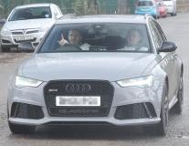 Chùm ảnh: Carrick đưa Rooney đến sân tập sau chức vô địch Cúp liên đoàn