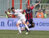 Thi đấu thất vọng, AC Milan chỉ có được 1 điểm trước Crotone