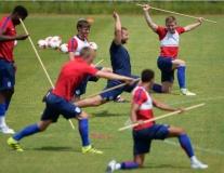 U21 Anh múa gậy lấy tinh thần trước ngày gặp Đức
