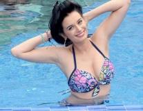 Evelyn Sharma khoe body 'mơn mởn' qua đồ bikini