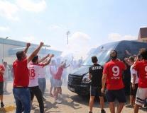 CĐV Thổ Nhĩ Kỳ đốt pháo chào đón Samir Nasri