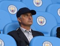 Mourinho xuất hiện tại Etihad, thám thính Man City