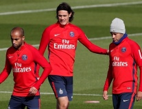 Cavani 'đụng chạm' Neymar trong buổi tập của PSG