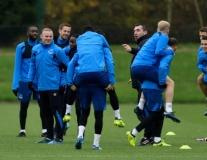 Hết hy vọng tại châu Âu, Rooney và đồng đội bày đủ trò trên sân tập