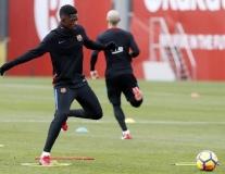 Ousmane Dembele lần đầu tiên tập trọn một buổi sau chấn thương
