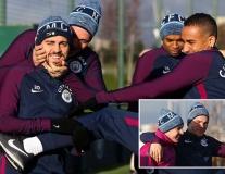 Không màng Tottenham, dàn sao Man City quậy tung sân tập