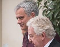 Áp lực bủa vây, Mourinho vẫn đầy tươi tắn