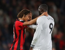 Hậu vệ Bournemouth 'sốt' nặng trước sức mạnh của Lukaku