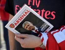 Arsene Wenger trở thành tâm điểm trên sân Emirates