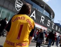 CĐV Arsenal tri ân 'chỉ có một Wenger' trước giờ G