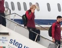Karius che mặt, Klopp sầu thảm trên đường về lại nước Anh