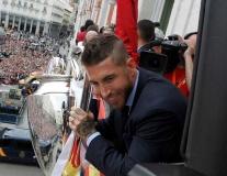 Gạt mọi chỉ trích, Sergio Ramos được chào đón như người hùng ở Madrid
