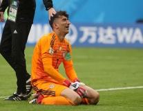Thủ môn Iran khóc nức nở vì đội nhà thắng Morocco đúng phút cuối