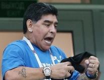 Muôn vàn sắc thái của Diego Maradona trên khán đài