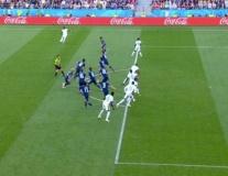 CĐV trầm trồ với pha bẫy việt vị nửa đội hình đối thủ của Nhật Bản
