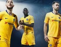 Kante 'cool ngầu' khi cùng Hazard trình làng áo đấu mới của Chelsea