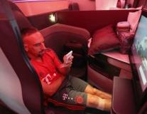 Dàn sao Munich 'hả hê' khi được ngồi khoang hạng VIP đi du đấu