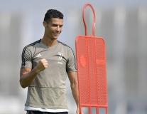 Sau sự cố, Ronaldo biểu hiện không thể tin nổi trên sân tập Juventus