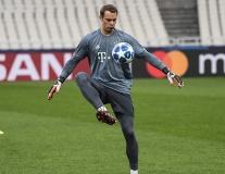 'Thủ môn quét' tâng bóng điệu nghệ trên sân tập Bayern Munich