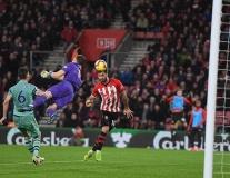 Điều gì khiến Arsenal 'đang hay lại đứt dây đàn'?