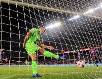 Cầu thủ Levante nóng máu vì cú đúp 'ăn rùa' của sao Barca